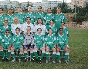 קבוצת הנשים בתמונה משותפת.