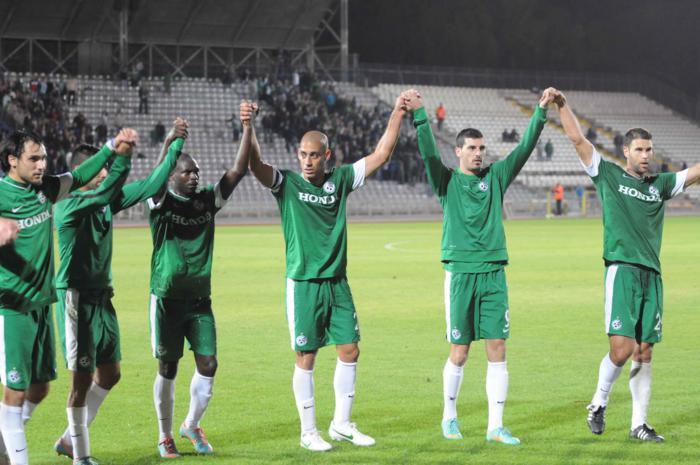 שחקנים מודים לקהל לאחר הניצחון על מכבי נתניה 2012