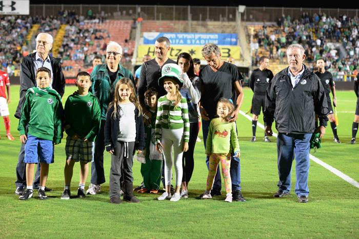 מועדון כדורגל מכבי חיפה מרכין ראש עם לכתו של עמוס כרמלי