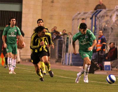 רפאלוב בורח מיואב זיו בדקות הטובות של חיפה. צילום: יוסי שקל