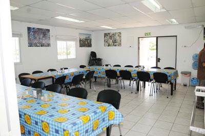 חדר האוכל הצמוד . אחרי כל אימון כולם מתכנסים כאן