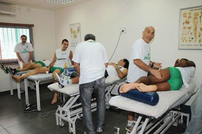 לפני ואחרי האימונים טיפול מסור בחדר הטיפולים.